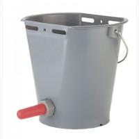 Пластмассовое ведро-поилка для телят в комплекте с красной соской и клапаном